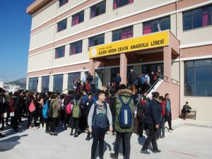 Silifke'de 17 öğrenci böcek ilacından etkilenerek hastaneye kaldırıldı